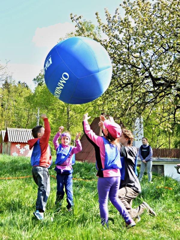 Děti hrají Kin-ball